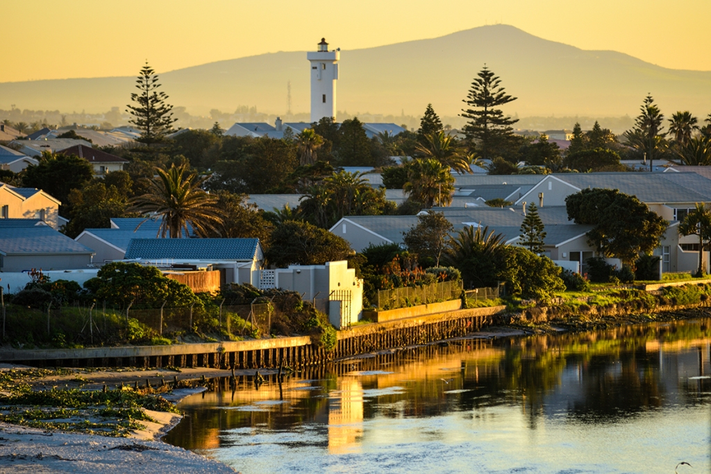 """alt=""""image show the positive golden hours in city of Cape Town"""""""