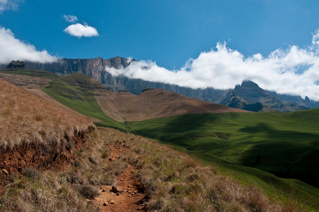 """alt=""""mountains in the Drakensberg provide different perspectives"""""""